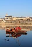 Rotes Boot mit Blois Lizenzfreie Stockbilder