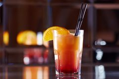 Rotes Cocktail in einer Bar Lizenzfreies Stockfoto