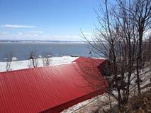 Rotes Dach einer Ahornsirupfabrik Lizenzfreie Stockbilder