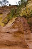 Rotes Dorf, Sandsteinbereich in Rousillon, Süd-Frankreich, Europa stockfotografie