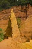 Rotes Dorf, Sandsteinbereich in Rousillon, Süd-Frankreich, Europa lizenzfreie stockfotografie