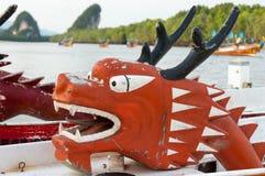 Rotes Dragon Head auf einem Rennboot Lizenzfreie Stockfotos