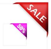 Rotes Eckfarbband mit Verkaufszeichen und fünfzig Prozent Stockfotografie