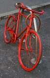 Rotes Fahrrad Lizenzfreie Stockfotografie