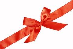 Rotes Farbband und Bogen des Geschenks Stockfotos