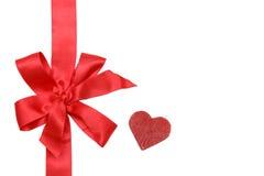 Rotes Farbband und Bogen des Geschenks Stockfoto