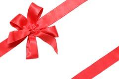 Rotes Farbband und Bogen des Geschenks Stockfotografie