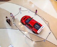 Rotes Ferrari F430 GT in einem Einkaufen Lizenzfreie Stockfotos