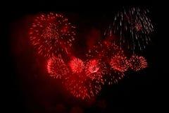 Rotes Feuerwerk lizenzfreie stockbilder