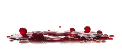 Rotes flüssiges Spritzen auf Weiß ein backround Stockfoto