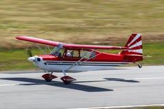 Rotes Flugzeug Stockbild