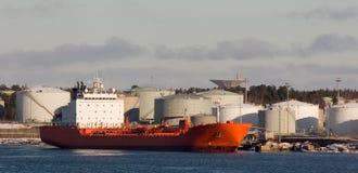 Rotes Frachtschiff Lizenzfreies Stockbild