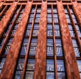 Rotes Gebäude mit gewundenen Lichtern lizenzfreie stockfotografie