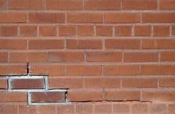 Rotes gebrochenes altes Hintergrundmuster der Backsteinmauer Stockbilder
