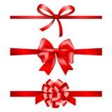 Rotes Geschenk beugt Sammlung mit Bändern Stockbilder