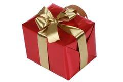 Rotes Geschenk mit Goldfarbbändern Stockfotografie