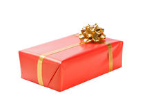 Rotes Geschenk mit Goldfarbband lizenzfreies stockfoto