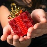 Rotes Geschenk von Weihnachten Stockbild