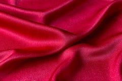 Rotes Gewebe mit Falten lizenzfreies stockbild
