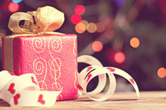 Rotes giftbox stockfotos