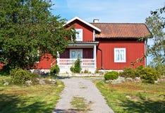 Rotes hölzernes Haus. Stockfoto