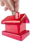 Rotes Haus geformtes piggy Lizenzfreie Stockbilder