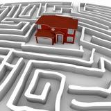 Rotes Haus im Labyrinth - Entdeckung-Pfad zum Besitz Lizenzfreies Stockfoto