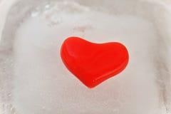 Rotes Herz des Eises Stockbilder