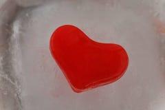 Rotes Herz des Eises Stockbild