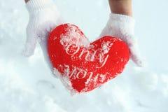 Rotes Herz ist perfekter Hintergrund für Valentinsgrußtag Stockfotos