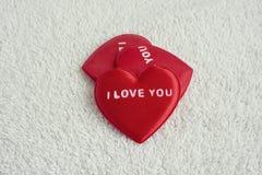 Rotes Herz mit der Wortliebe Sie lizenzfreie stockfotografie