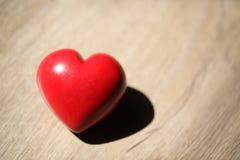 Rotes Herz mit Kopien-Raum Stockfotografie