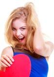 Rotes Herz Rot stieg auf weißen Hintergrund Das nette blonde Mädchen, das ihr Gesicht mit Herzen bedeckt, formte greating Karte Stockbilder