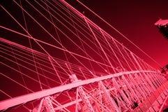 Rotes Infrarotbild der Brücke Stockfotografie