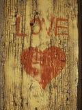 Rotes Inneres auf hölzernem Hintergrund Liebe Lizenzfreies Stockbild