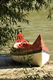 Rotes Kanu Stockbild