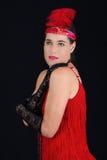 Rotes Kleid der jungen schönen Art-Kleidung des Brunette im Jahre 1920 und ein F.E. Lizenzfreie Stockbilder