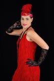 Rotes Kleid der jungen schönen Art-Kleidung des Brunette im Jahre 1920 und ein F.E. Stockbild