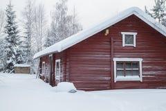 Rotes Klotz-Häuschen Lizenzfreie Stockfotos