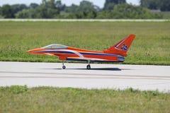 Rotes kontrolliertes Radioflugzeug stockbild