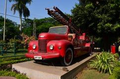 Rotes Löschfahrzeug im alten Stil Stockfotografie