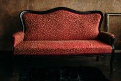 Rotes luxuriöses Sofa stockfotos