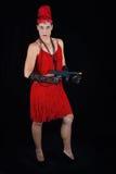 Rotes Meisterstück der gefährlichen schönen Artkleidung des Brunette im Jahre 1920 Kleider Stockfotografie