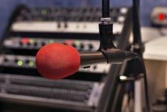 Rotes Mikrofon Stockfotografie