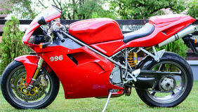 Rotes Motorrad Ducati 996s Lizenzfreie Stockfotos