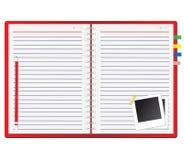 Rotes Notizbuch und Fotofeld Lizenzfreies Stockfoto