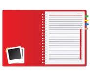 Rotes Notizbuch und Fotofeld Lizenzfreie Stockfotografie