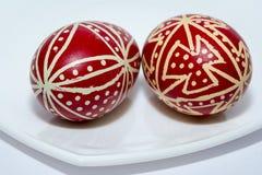 Rotes Ostern, traditionelle Eier, Abschluss oben, Rumänien Stockfotografie