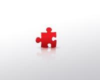 Rotes Puzzlespiel alleine Stockbild