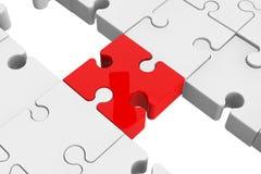 Rotes Puzzlespiel als Brücke mit weißen Teilen Stockfotografie